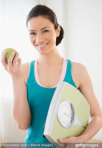 Prendre un petit déjeuner équilibré, avec un fruit notamment, permet de garder la ligne. / Source image : Gettyimages